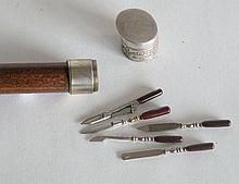 CANNE de beauté pommeau métal se dévisse et contient cinq éléments de manucure