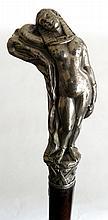 CANNE pommeau en régule nickelé représentant une belle égyptienne alanguie debou