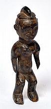 statuette Congo (?), bois dur à belle patine d'usage, scarification sur les bras