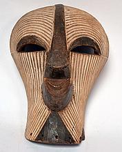 Gracieux masque Songyé (RDC), figure féminine délicate, 34 cm