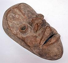masque Dan Guéré RCI tout à fait atypique sauf pour ce qui est des yeux, visage