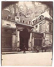 Eugène ATGET (1857-1927). Hôtel des Abbés de Royaumont, 4 rue du Jour (derrière