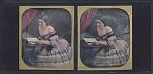 [DAGUERRÉOTYPE]. Jeune femme épaules dénudées lisant. Vers 1851-1853. Daguerréot