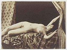 [NU]. Nu renversé bras levés. Vers 1854. Épreuve d'époque sur papier salé albumi