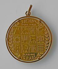 MEDAILLON en or jaune à l'effigie de Théodor Herzl. Poids 20,3 g