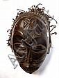 RDC.   TSHOKWE.   Masque de danse avec sa coiffe traditionnelle.   Bois, fibres.     H: 2