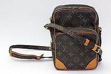 LOUIS VUITTON praktische Cross-Body-Tasche