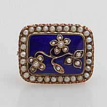 Brosche, antik, bes. m. kleinen Perlen, blau emailliert.