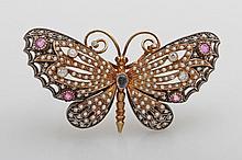 Hochfeine und seltene Schmetterlingsbrosche. Bes. mit Orientperlen, Safiren u. Diam.-Altschliffen.