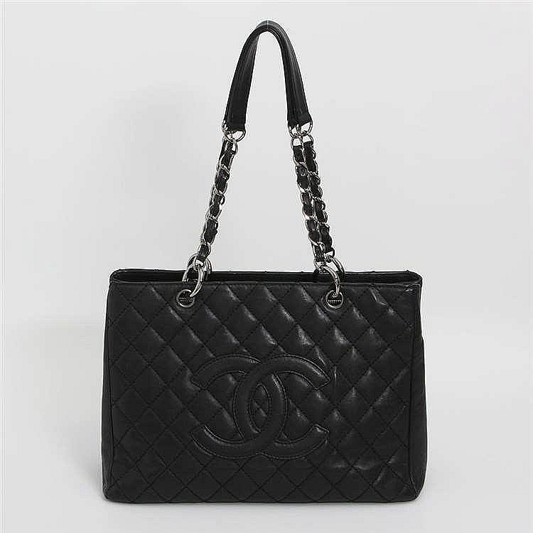 CHANEL edle Schultertasche