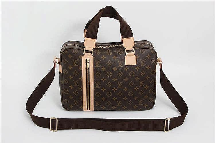 LOUIS VUITTON sportive Messenger Bag