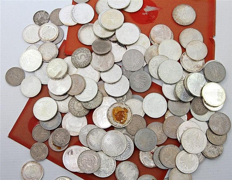Konvolut Münzen fast ausschließlich BRD, mit SILBER - 52 x 10 DM, 38 x 5 DM, 9 x 2 DM und 6 x 1 DM.