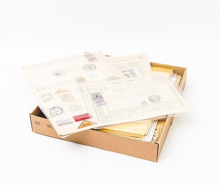 Briefmarken - Schachtel mit Resten einer großen Einlieferung mit vielen, auch zeitgeschichtlich interessanten Dokumenten, dabei Kriegsgefangenenpost 1. und 2. Weltkrieg (auch Rotes Kreuz),