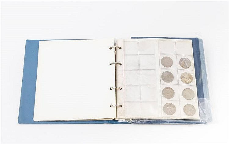 Münzen und Medaillen im Album - dabei viel BRD mit 1 x 10 €, 12 x 10 DM und 9 x 5 DM.
