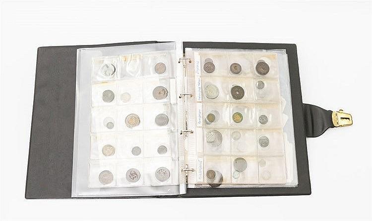 Zusammenstellung - Album mit vor Jahrzehnten zusammengetragenen Münzen,