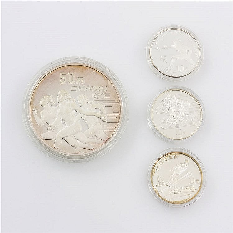China - Konvolut: 1 x 50 Yuan 1991 Läuferinnen, 5 Unzen Ag fein. Dazu: 3 x 10 Yuan 1990 Radrennfahrer, 1993 Fechten und