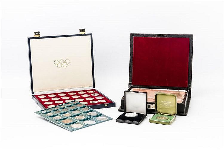 Konvolut mit Münzen und Medaillen in der Tüte, vorwiegend BRD Gedenkmünzen, 1 x 500 Schilling, etwas Silber, Thematik Kanada Montreal 1979, USA Silberunze, Medaillen und Weiteres.