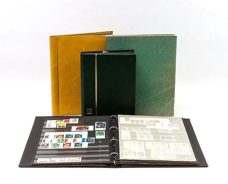 BRD - Tüte mit 4 Alben meist Bund gestempelt und postfrisch.