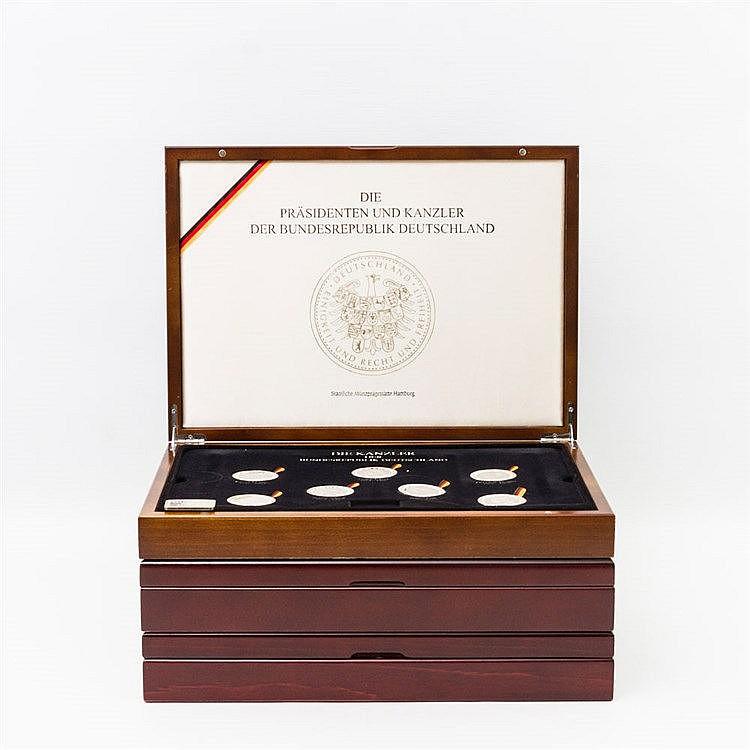 Zahlreiche Gedenkprägungen in Silber - 3 Editionen in edlen Holzschatullen, 1 x
