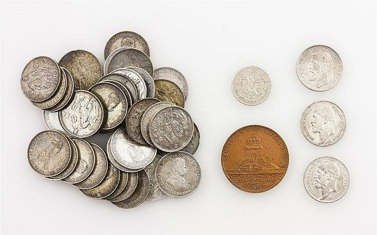 Konvolut Münzen aus aller Welt mit SILBER - dabei 1 x Gedenkmedaille/Bronze - Deutscher Patriotenbund, 100 Jahre Völkerschlacht bei Leipzig, 1913.