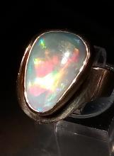 Stunning opal ring in 14K
