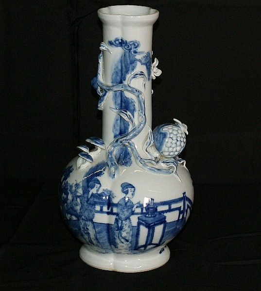 19th C Chinese blue and white porcelain vase with