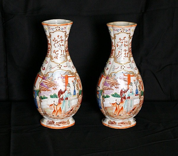 Pair 18th C Chinese porcelain vases . H:10.5