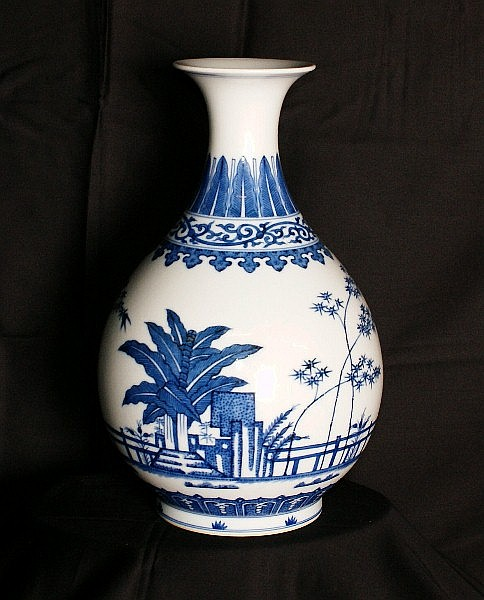 18th/19th C Chinese porcelain vase with six
