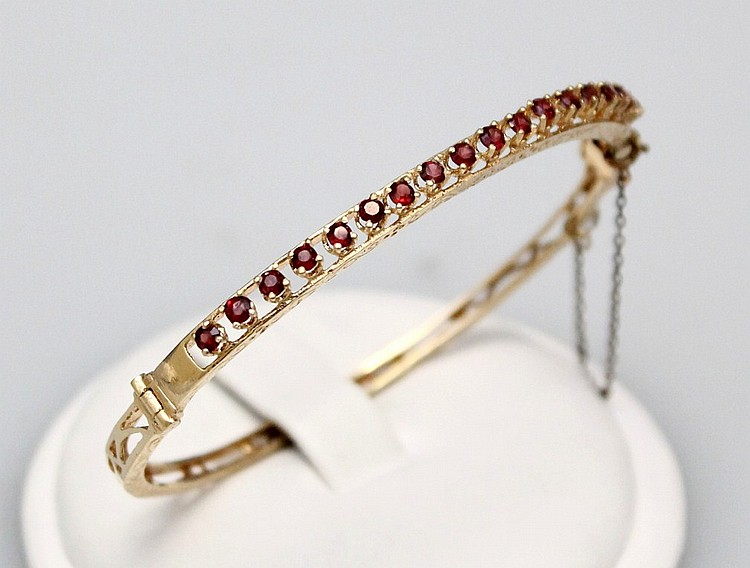 L99 14kt YELLOW GOLD AND RED NATURAL RED STONE BANGLE BRACELET