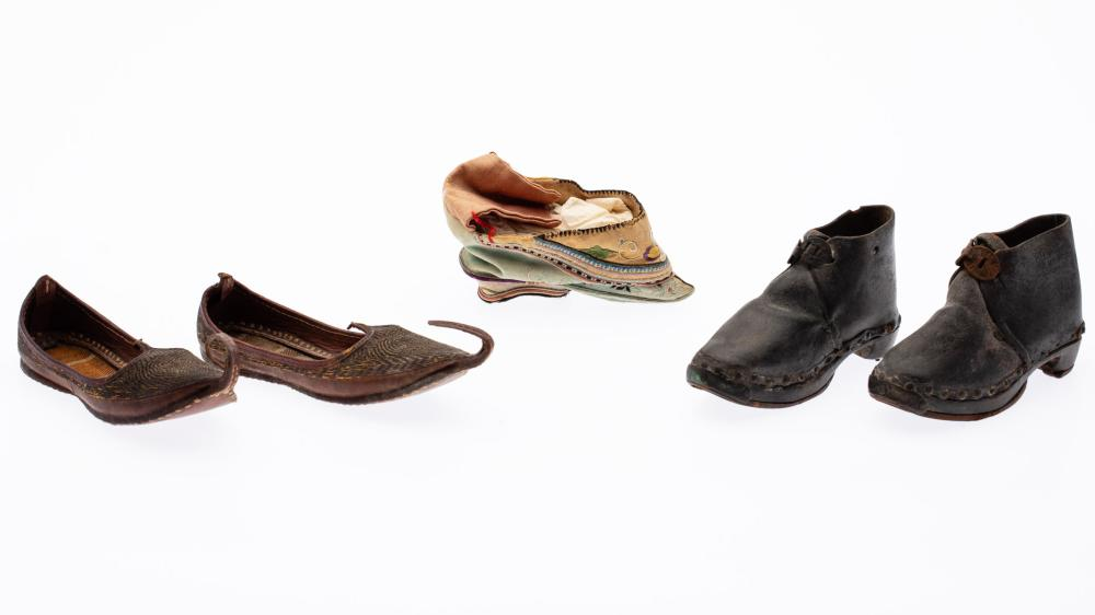 TWO PAIRS OF CHILDREN'S SHOES AND A SINGLE