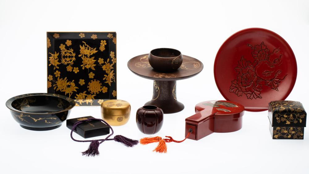 GROUP OF 9 JAPANESE LACQUER TABLE ARTICLES