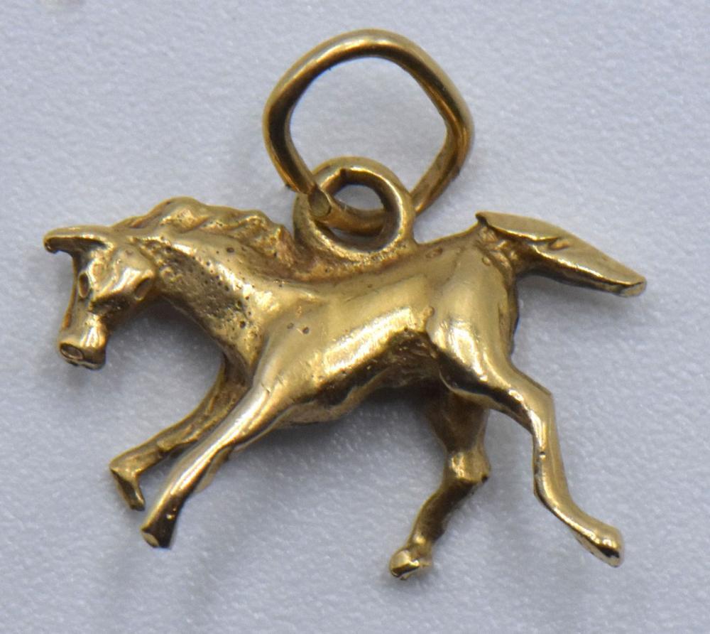 Four 14K Gold Necklaces & Two 14K Gold Pendants