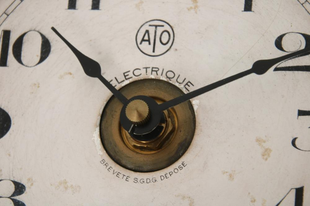 """René Lalique """"Moineaux"""" Clock"""