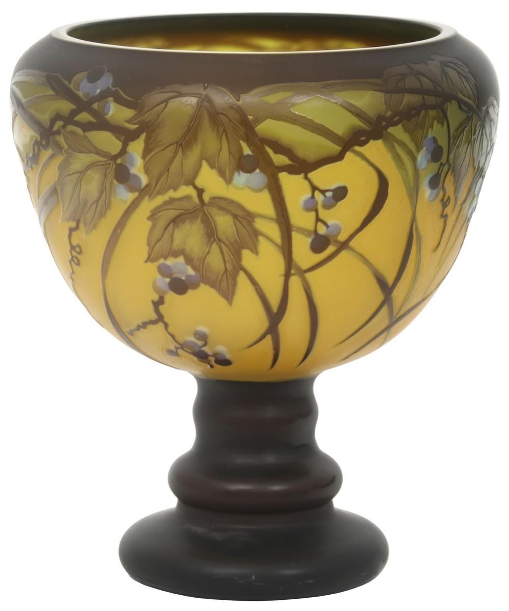 Galle Tip Cameo Glass Bowl