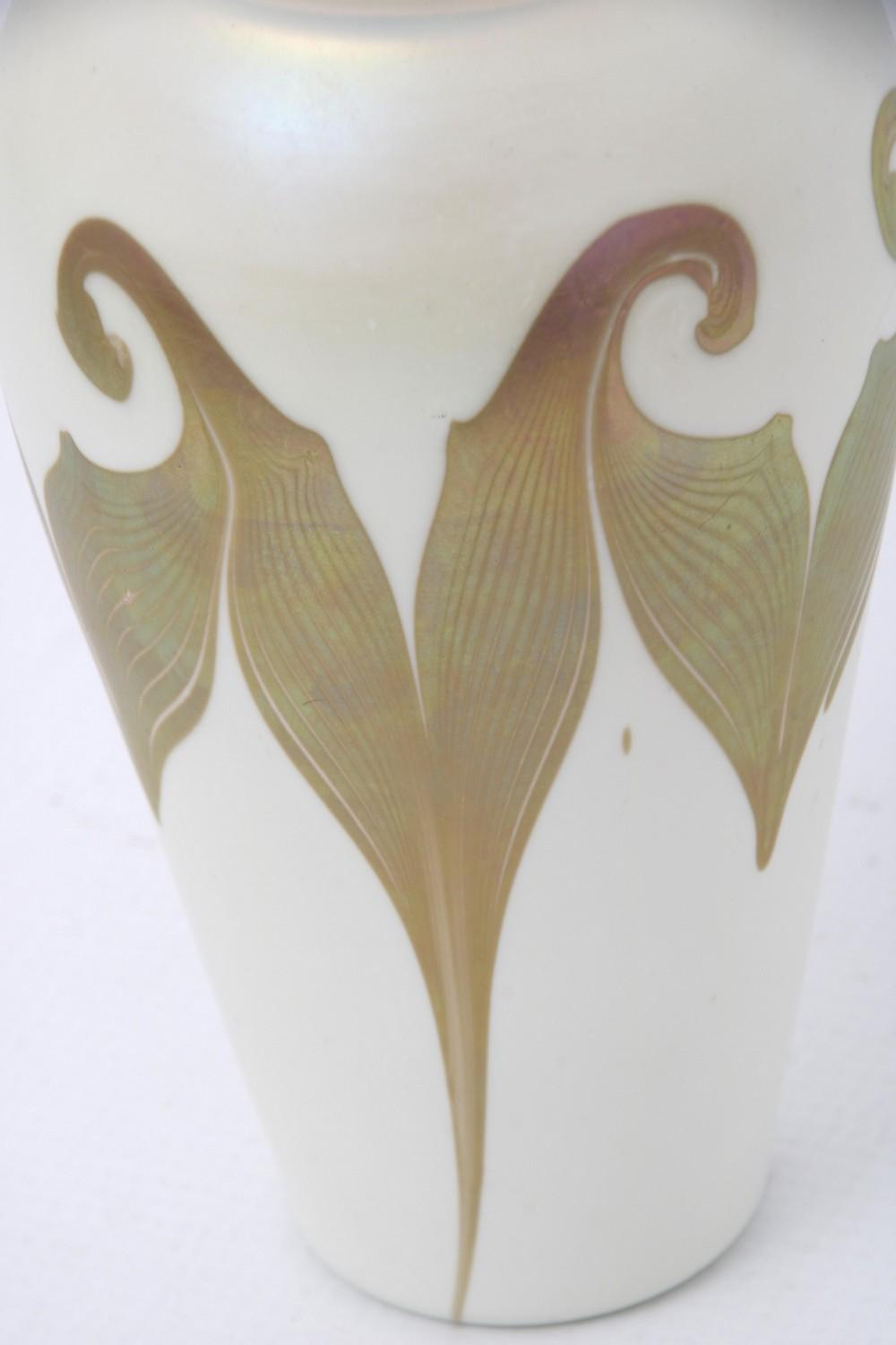 Quezal Pulled & Hooked Feather Vase