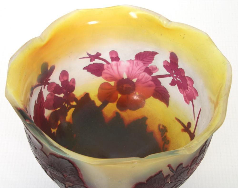"""Gallé """"Fleurs de Pommier"""" Cameo Bowl"""