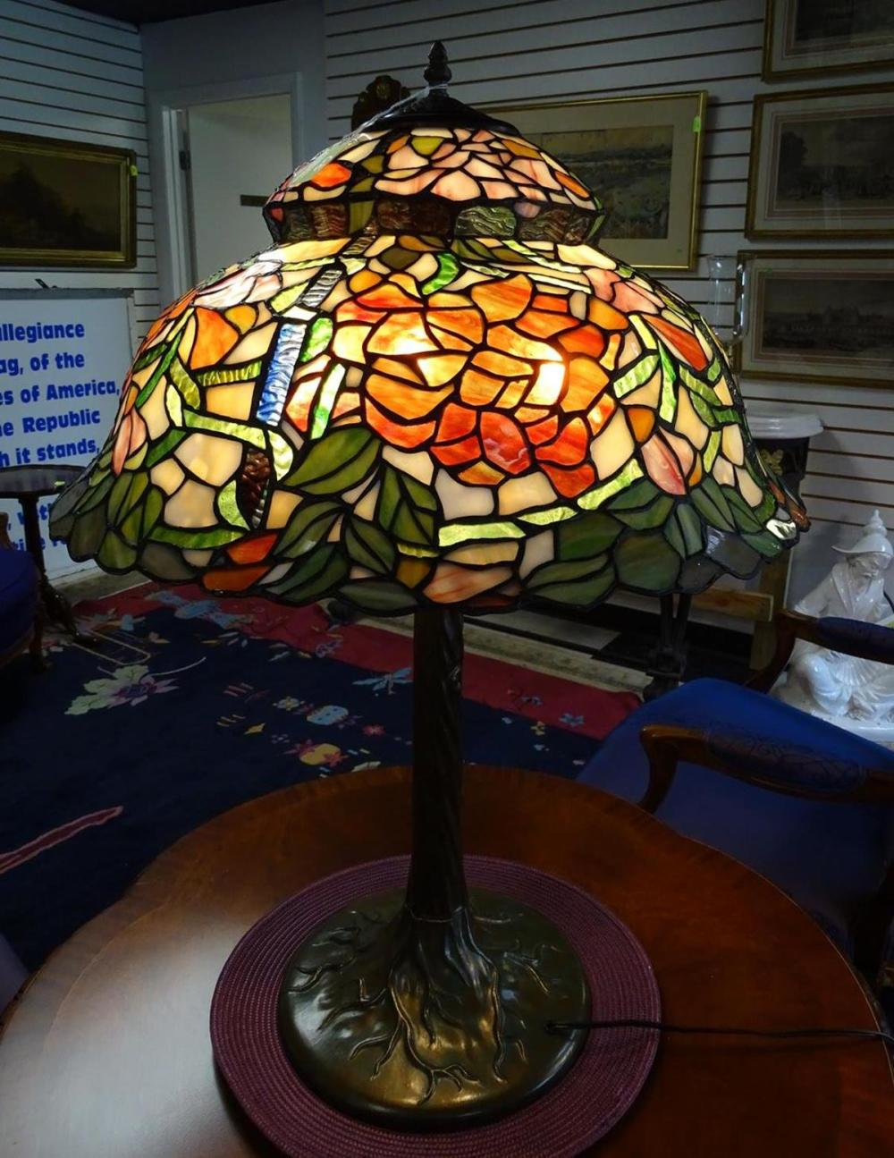 CONTEMPORARY STAINED GLASS TABLE LAMP