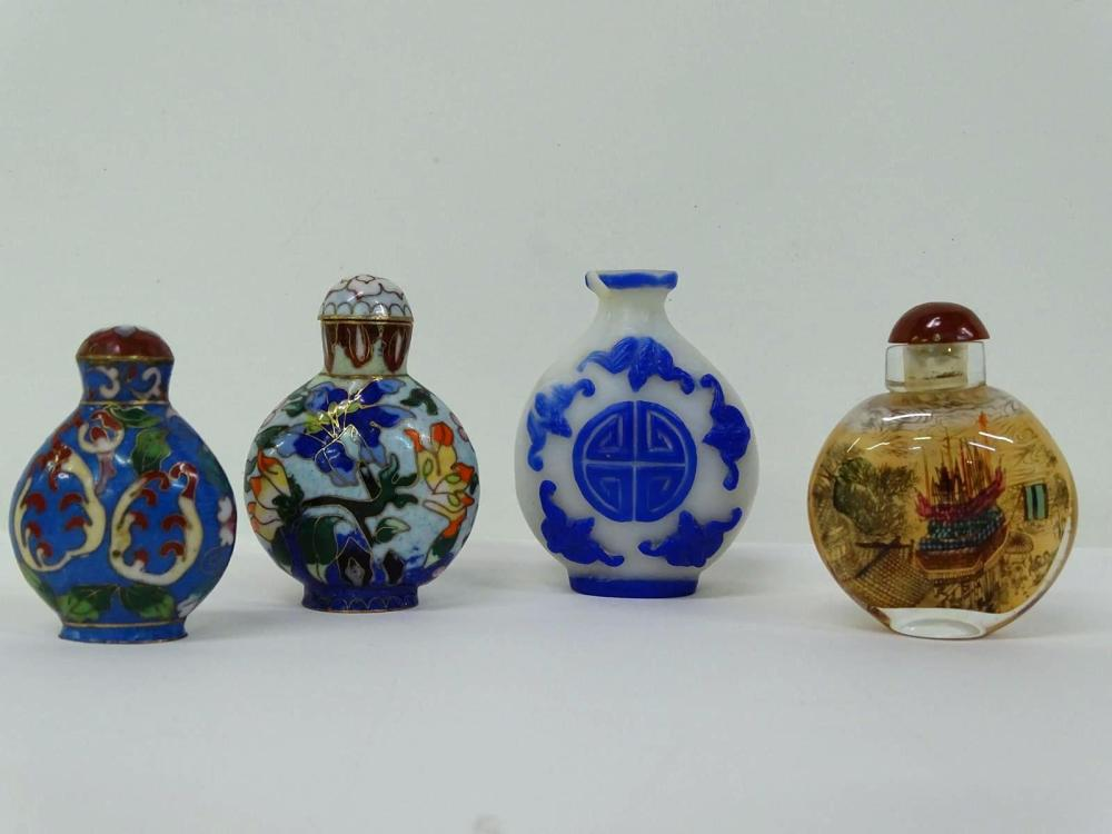 GROUPING OF CHINESE BOTTLES