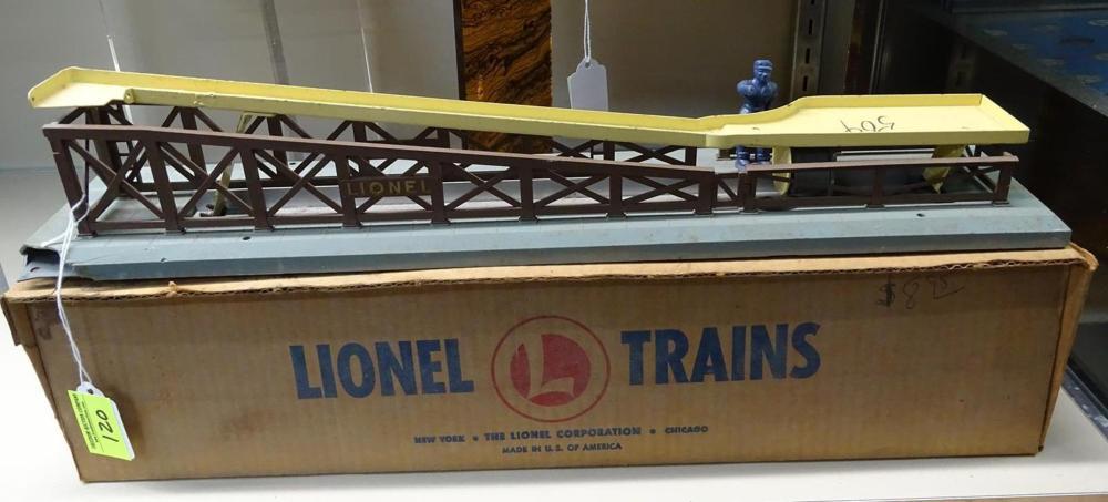 LIONEL TRAINS #362 BARREL LOADER