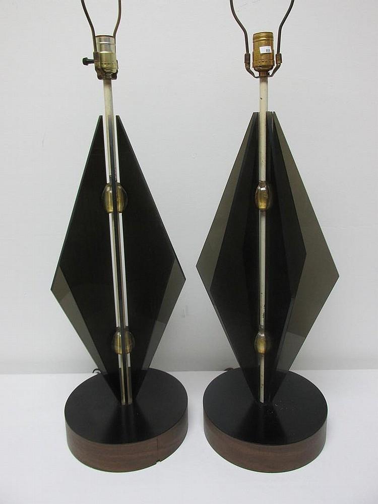 lot 14 pair of vintage lucite table lamps. Black Bedroom Furniture Sets. Home Design Ideas