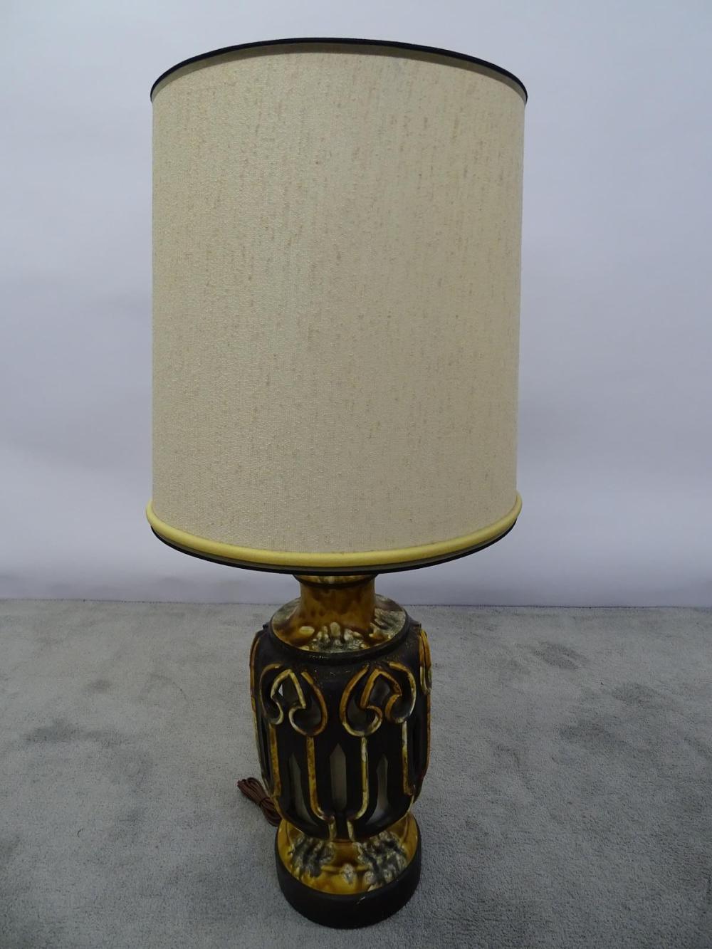 BRUTALIST CERAMIC ACCENT LAMP