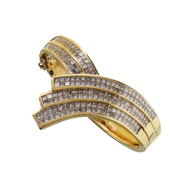 A diamond and eighteen karat gold bangle, Kaplar,