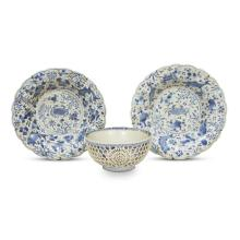A Chinese blue and white porcelain reticulated small bowl and a pair of fluted dishes decorated with crabs, Kangxi Period