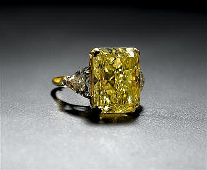 Impressive lady's 14.87 carat fancy yellow diamond ring, , Radiant cut fancy yellow diamond, 14.87 carats, VVS2 clarity. Flanked on bo