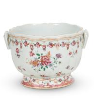Chinese Export porcelain ''Famille Rose'' wine cooler, Circa 1770