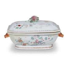 A Chinese export porcelain famille rose covered vegetable dish, early 19th century