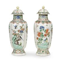 A pair of Chinese export porcelain famille verte covered vases, Kangxi Period