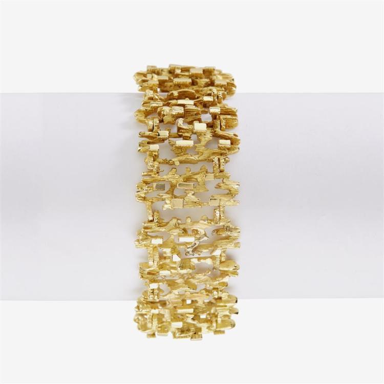 An eighteen karat gold link bracelet,