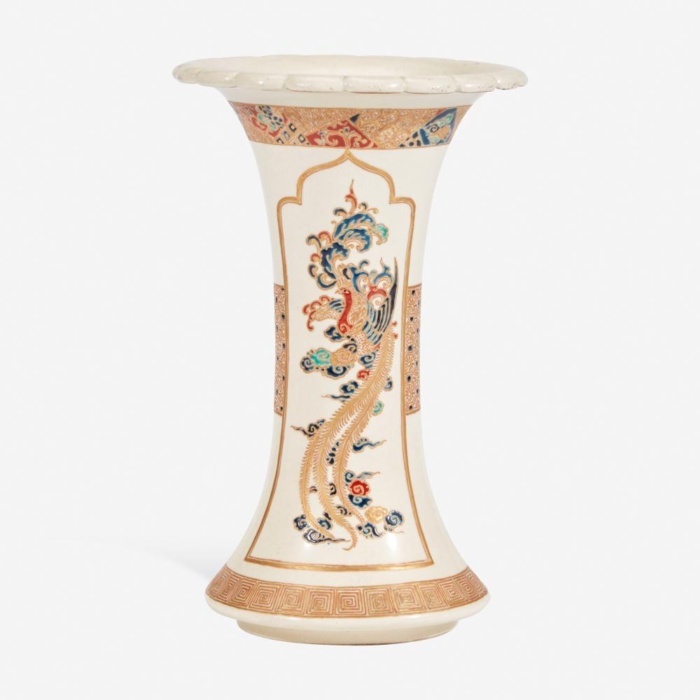 A JAPANESE ENAMELED SATSUMA POTTERY FLARED VASE 日本萨摩烧风格珐琅小瓶 19TH CENTURY 十九世纪