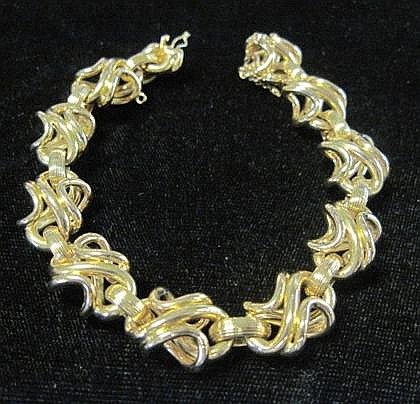 18 karat yellow gold figure-eight link bracelet, Italy,